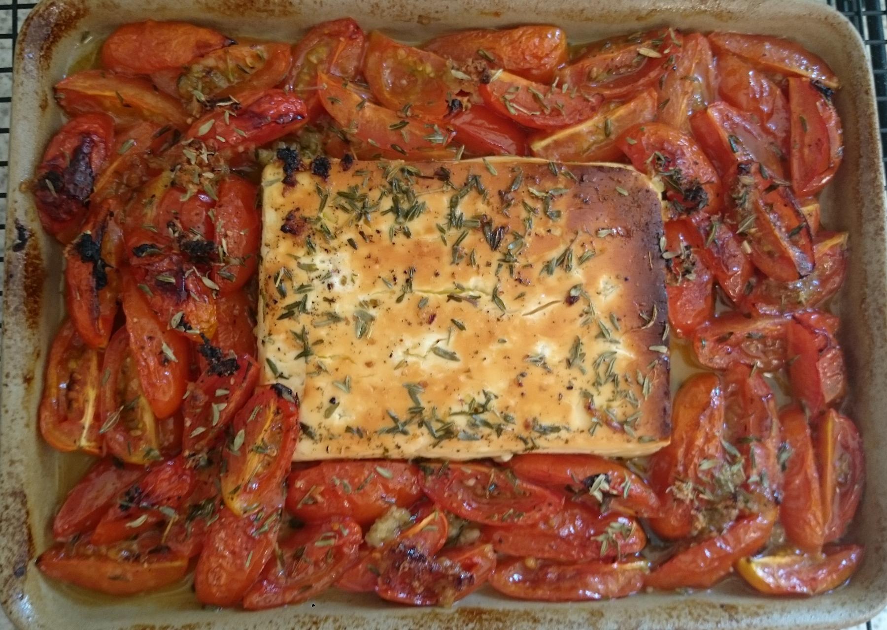 Gebackener Schafskäse (Feta) mit Tomaten (vegetarisch)