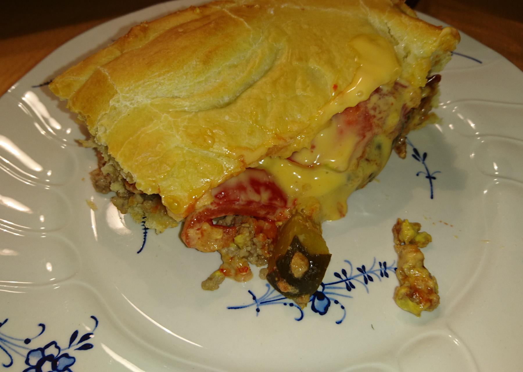 Cheeseburger-Kuchen aus der stilvollen Ofenhexe