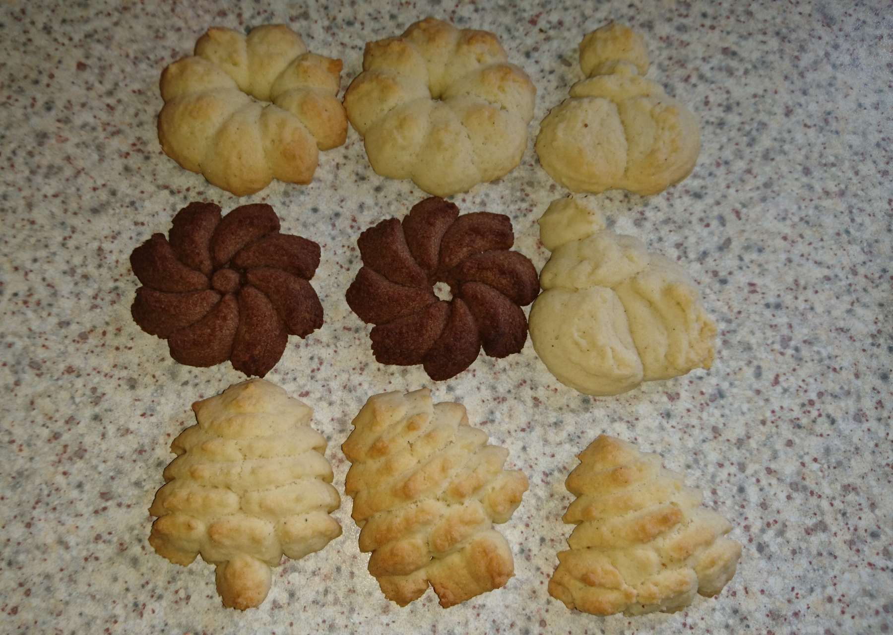 Butterkekse aus der Plätzchenpresse