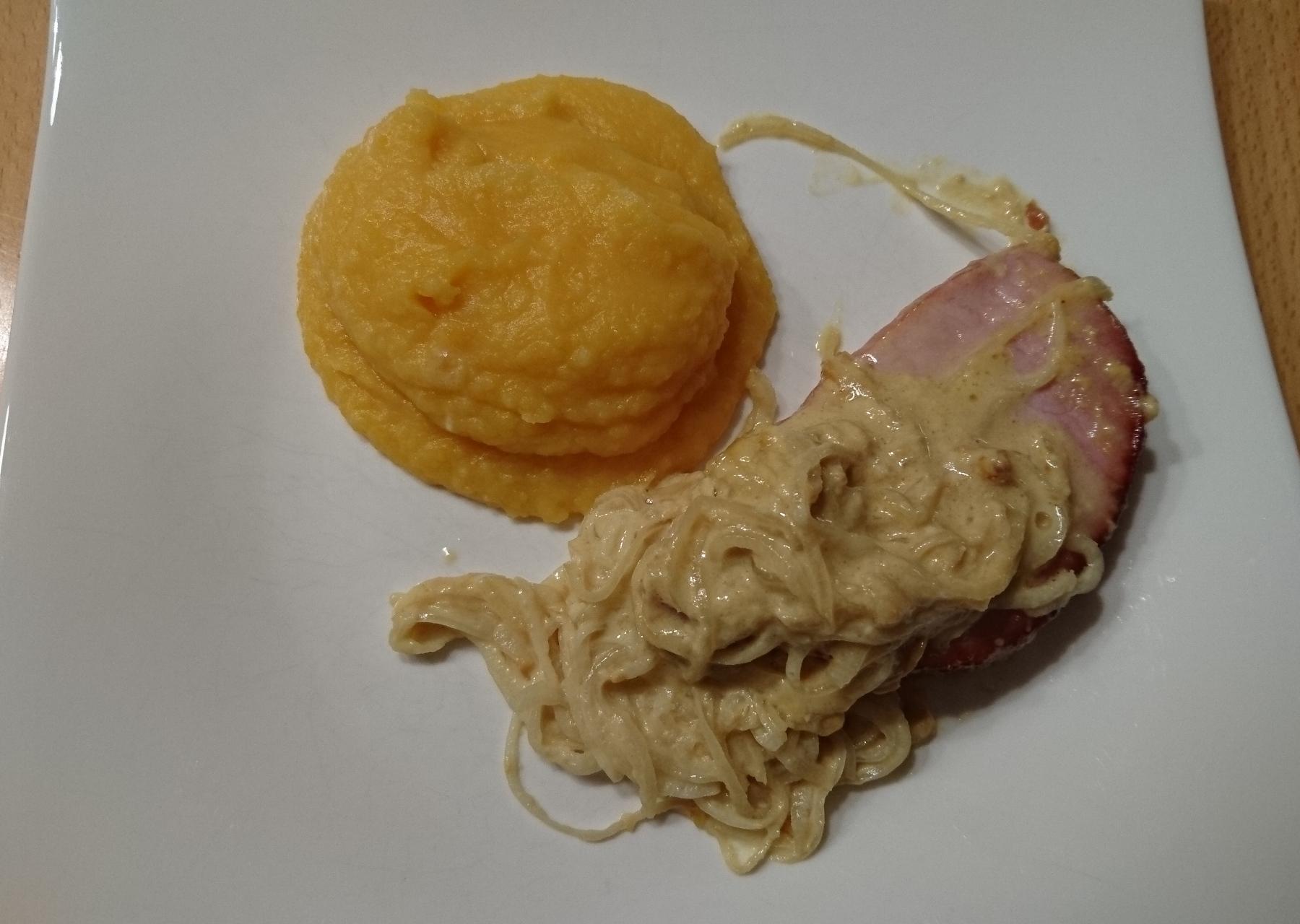 Honig-Senf Kassler auf Rahm-Zwiebeln