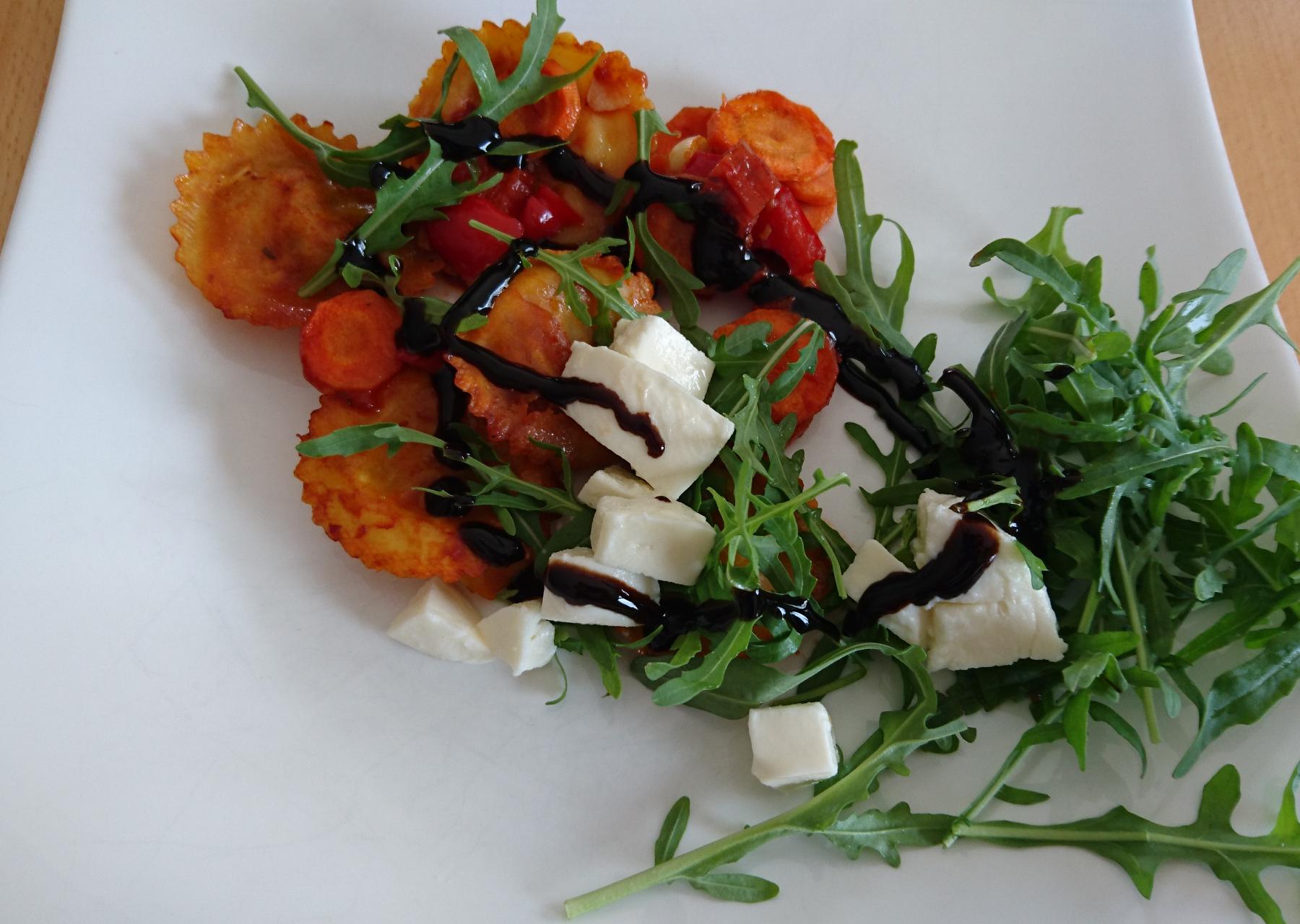 Ravioli mit Gemüse aus dem Backofen