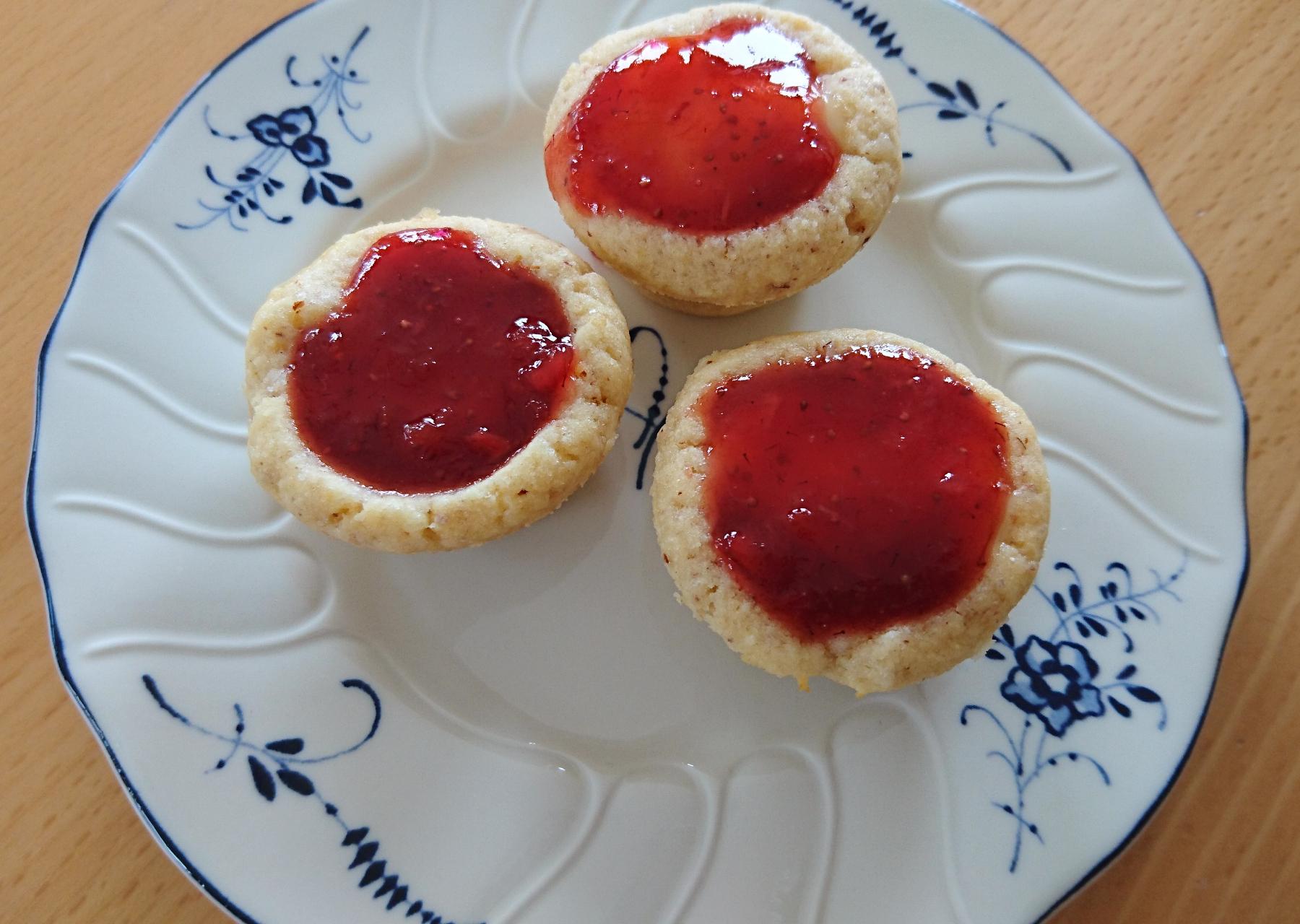 Erdbeer-Vanille Törtchen im Miniformat