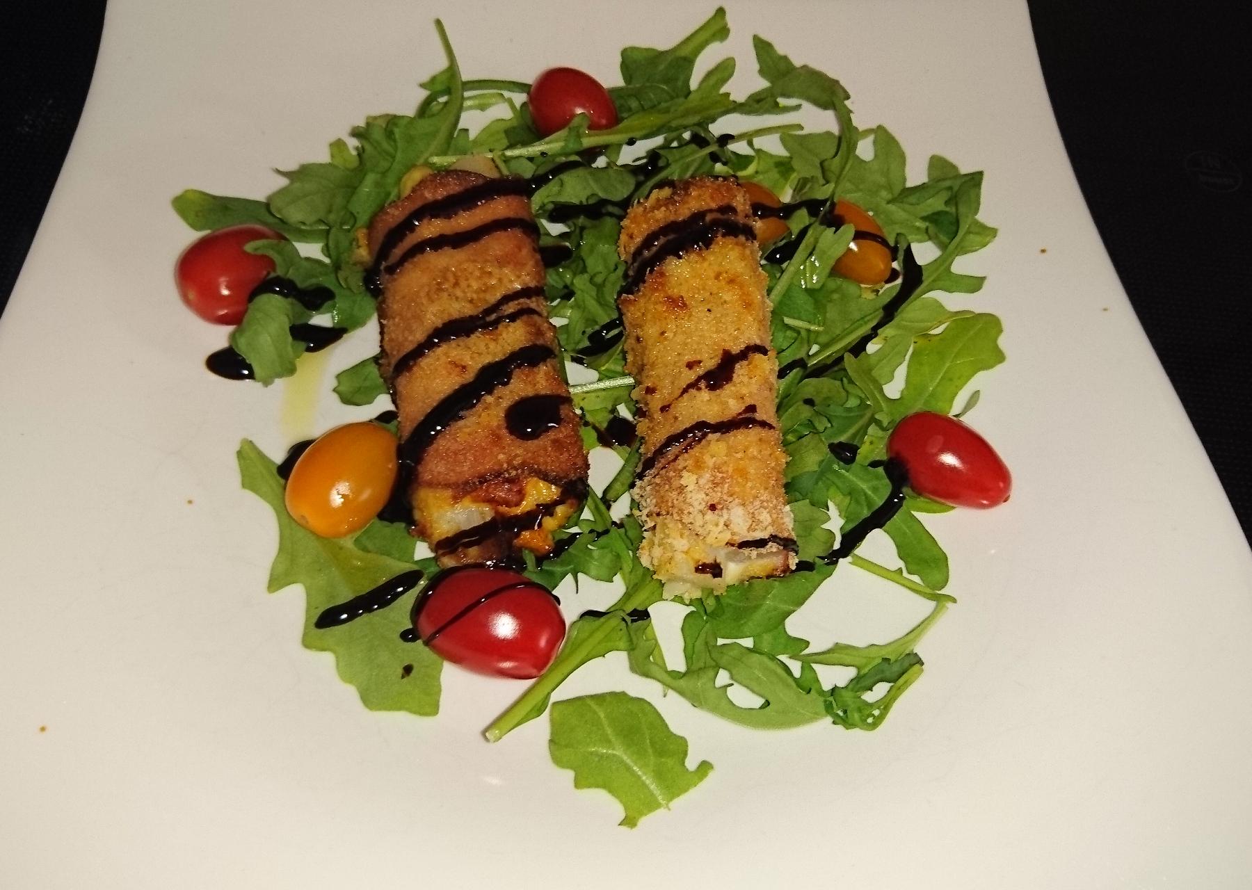 Spargelröllchen auf Salatbett